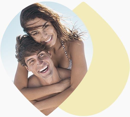 Jeune couple au soleil